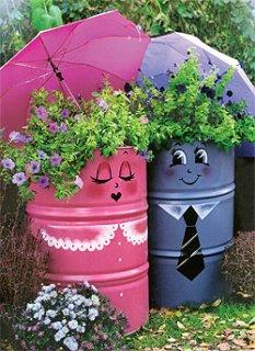 Дачные идеи. Декор садовых бочек