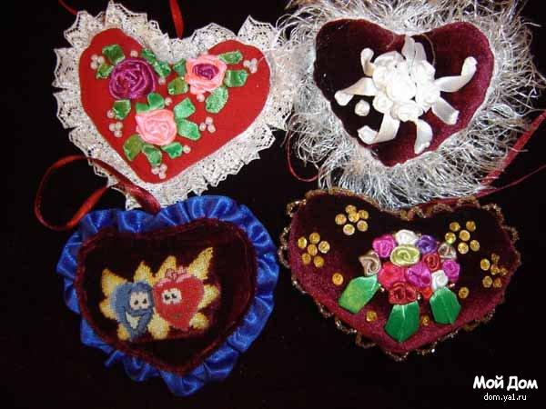 Изготовить валентинки в подарок любимому человеку можно из любых подручных материалов, главное, чтобы она была яркой...